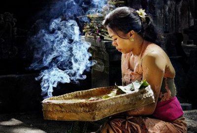 Indonesia – ĐẢO BALI –CUNG ĐIỆN NƯỚC TIRTA GANGGA- ĐỀN TAMPAK SIRING – ĐỀN TANALOT